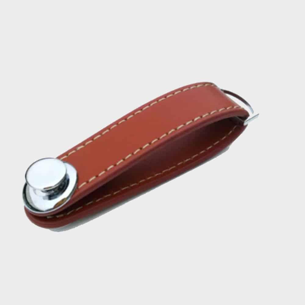 4bdd5208175c KeySmart - Llavero de cuero en forma de U marron